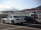 富士山をバックにカレンx2