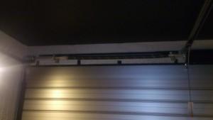 オーバースライダーの中のバネ