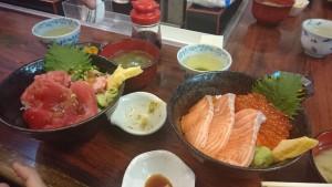 マグロ丼とサーモン丼