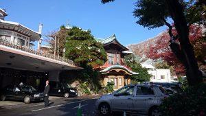 富士屋ホテルと青い空