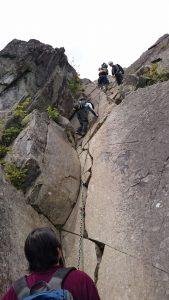 山頂直下の鳳岩